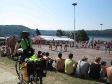 Après la nuit de bringue, enchaînement sur le tournoi de volley pour le camping H24