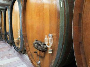 Le vin vieillit dans ces grandes cuves, des foudres traditionnels en chêne des Vosges.