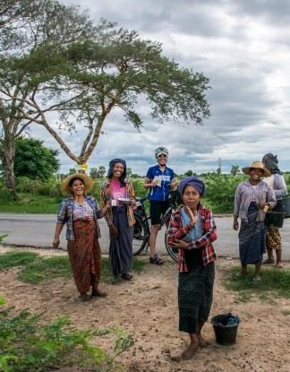 Rencontre hilare, sur la route de Bagan