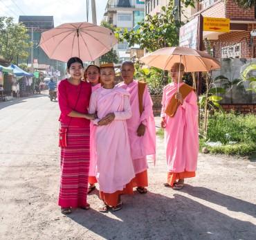 Jeunes moinesses, Nyang Schwe